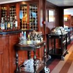 Le salon de réception et le bar