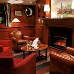 Le salon cosy et sa cheminée