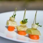 Poireau à l'huile fumée, carotte, œuf de caille mollet